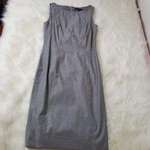 Hugo BOSS Gray Sleeveless Sheath Dress Sz 2 -B15